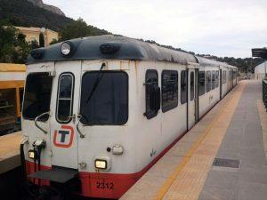 diesel 2300 300x225 - El Trenet de La Marina. ¿Te subes al tram de Alicante?