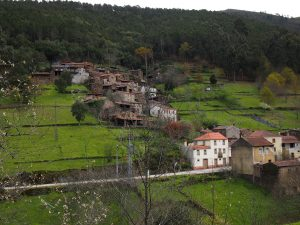 p4180820 2 300x225 - Serra da Lousa, Luso y Mata do Buçaco desde Coímbra