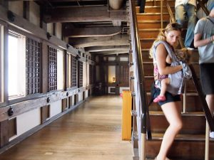 p9122747 1 300x225 - Una mañana en el Castillo de Himeji con bebé
