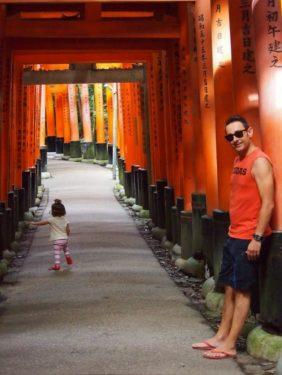 p9143150 1 e1520264095134 282x375 - Visita al Fushimi Inari Thaisa a primera hora de la mañana