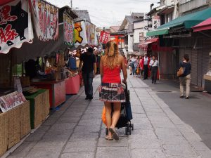 p9143169 1 300x225 - Visita al Fushimi Inari Thaisa a primera hora de la mañana