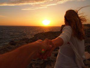 atardecer menorca 300x225 - Las mejores puestas de sol de Menorca para ir con niños