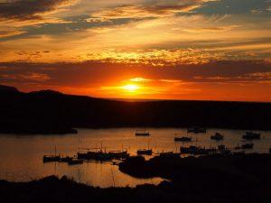 puesta de sol menorca 300x225 - Menorca con bebés