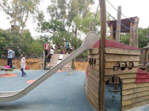 bioparc columpios 300x225 - ¡Visitamos el Bioparc Valencia con niños!