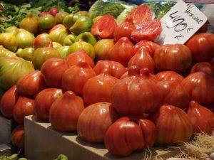 tomates mercado central 300x225 - Valencia con bebé o niños, nuestro TOP 10 Imprescindibles
