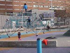 pier25 playground 4 300x225 - Parques infantiles en Nueva York