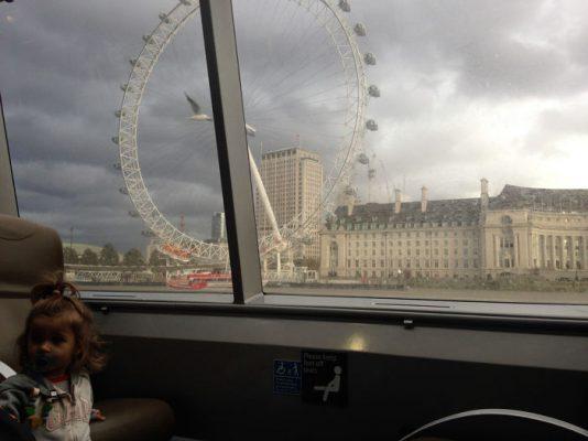 Londres barco 534x400 - ¿Qué hacer gratis o casi gratis en Londres con bebé?