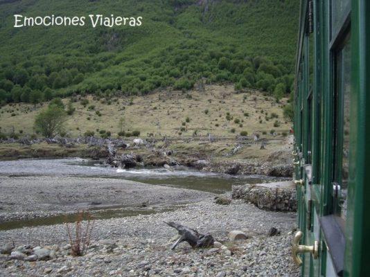 Tren del Fin del Mundo 2 Ushuaia Argentina e1590747964374 534x400 - Experiencias increíbles viajando en tren por Travel Bloggers