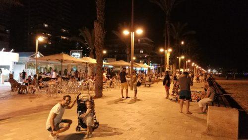 paseo playa san juan e1582285079930 - Imprescindibles en la Playa de San Juan con bebé
