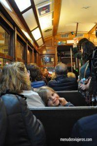 tranvia lisboa menudos viajeros 2 199x300 - Experiencias increíbles viajando en tren por Travel Bloggers