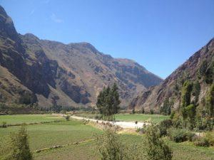 tren valle sagrado 300x225 - Experiencias increíbles viajando en tren por Travel Bloggers