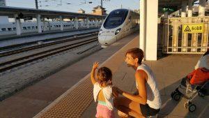 shanhaiguan station 300x169 - Hasta el final de la Muralla China con nuestra bebé