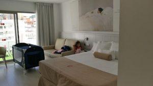 villa luz gandia 10 300x169 - La playa de Gandía con niños en un hotel todo incluido