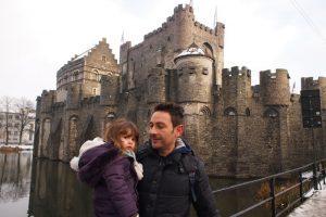 gante castillo3 300x200 - Gante con niños en Navidad, viaje a Flandes en familia