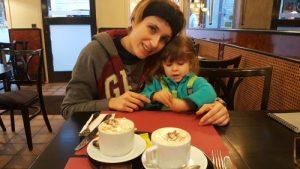gante gofres 300x169 - Gante con niños en Navidad, viaje a Flandes en familia