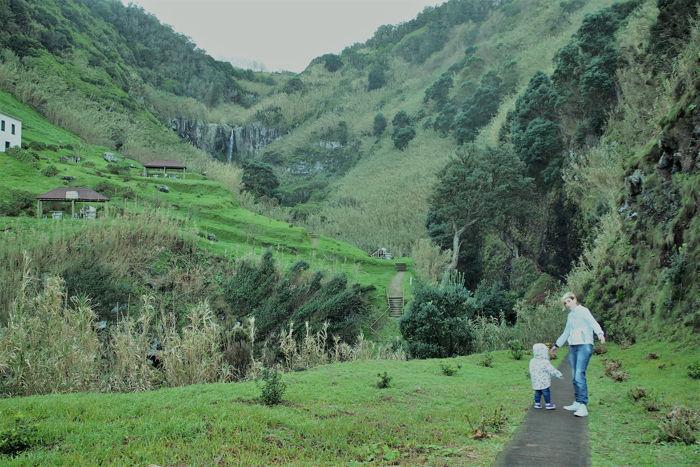 Recorriendo el norte de la isla de Sao Miguel en coche
