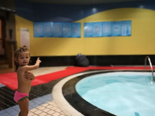 piscina fraser residence 2 534x400 - ¿Dónde alojarse en Shanghái con niños?