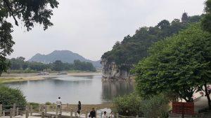 guilin con niños1 300x169 - Descubriendo Guilin y el río Li con bebé