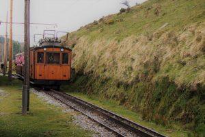 la rhune tren ninos5 300x200 - ¿Te subes al Tren de La Rhune hasta la cima de Larrún?