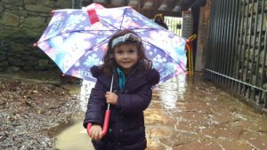 zugarramurdi lluvia 300x169 - Zugarramurdi con niños: cuevas, brujas, lluvia...
