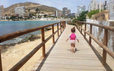 Una playa para ir con bebés en Alicante: la Almadraba