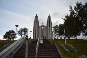 akureyri iglesia 300x200 - Road trip por Islandia en 7 días con niños
