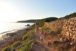 binigaus 3 300x200 - Mejores zonas de Menorca para ir con niños y alojamientos para familias