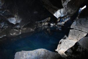 grjotagja 2 300x200 - Lugares del norte de Islandia accesibles para embarazadas, niños...