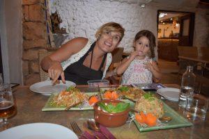 la boyera thai 300x200 - Una tarde de verano en Menorca con niños, ¿qué hacer?