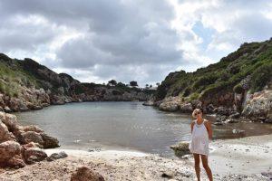 cala biniparratx 300x200 - 5 Razones para visitar Menorca con niños