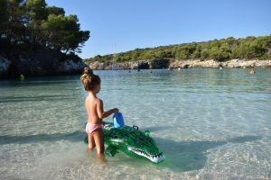 cala turqueta 300x200 - Destinos ideales para viajar con niños