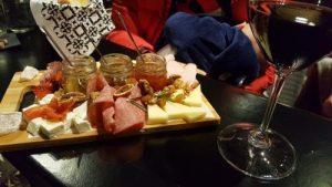 cinque wine 300x169 - ¿Dónde comer en Atenas? Y la gastronomía griega