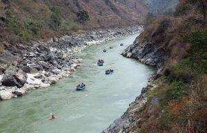 Rafting in Trishuli River 1 300x192 - Un viaje solidario a Nepal en familia