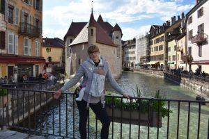 annecy2 300x200 - El lago y la ciudad medieval de Annecy con niños en un día
