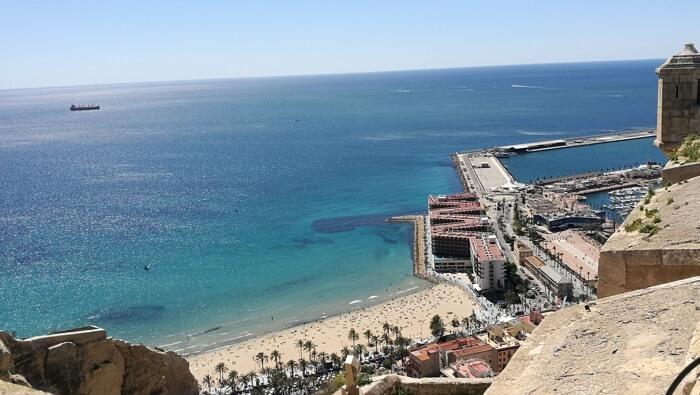 alicante castillo1 - ¿Visitar en verano Alicante es buena idea?