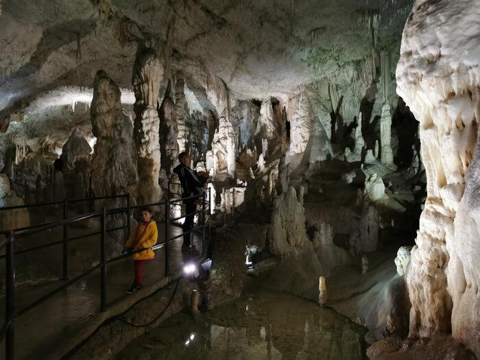 cueva postojna6 - De la cueva con tren eléctrico de Postojna al Castillo cueva de Predjama