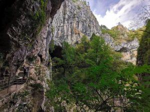 skocjan exterior 300x225 - Las Cuevas de Skocjan con niños o bebés