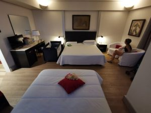 art hotel museo habitacion 300x225 - ¿Dónde alojarse en la Toscana en tu road trip con niños?