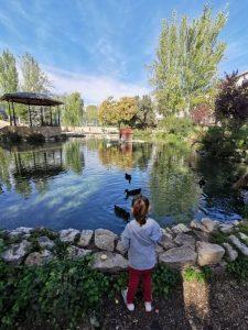 ayora lago 225x300 - Ayora con niños, el interior de la Comunidad Valenciana mola mucho