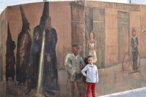 ayora grafiti 300x200 - Ayora con niños, el interior de la Comunidad Valenciana mola mucho