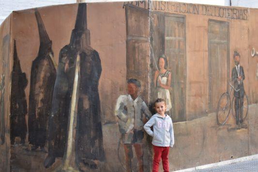 ayora grafiti 533x356 - Ayora con niños, el interior de la Comunidad Valenciana mola mucho
