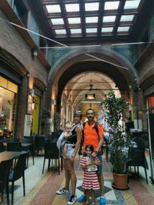 bolonia calles 225x300 - Bolonia en un día con bebés o niños pequeños