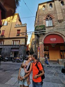 bolonia calles2 225x300 - Bolonia en un día con bebés o niños pequeños