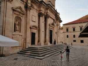 dubrovnik catedral 300x225 - Croacia con niños en un Road Trip de 9 días