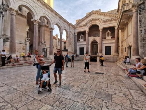 split41 1 502x377 - Visitar Split con niños, descubriendo las maravillas de Croacia