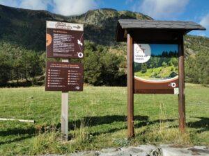 Dino indicaciones 300x225 - Rutas en Andorra con bebés o niños pequeños