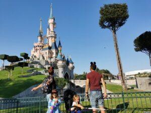 DIsneyland5 300x225 - ¿Cómo viajar a Disneyland París barato desde España y sin arruinarte?
