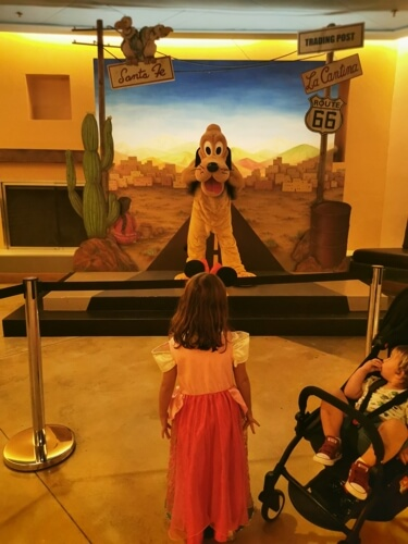 selfie - ¿Cómo viajar a Disneyland París barato desde España y sin arruinarte?