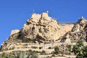 castillo alicante 300x200 - Un Free Tour con niños en Alicante, conoce tu ciudad en familia