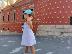 figueras2 300x225 - Visitar Figueres con niños y sus alrededores en un día